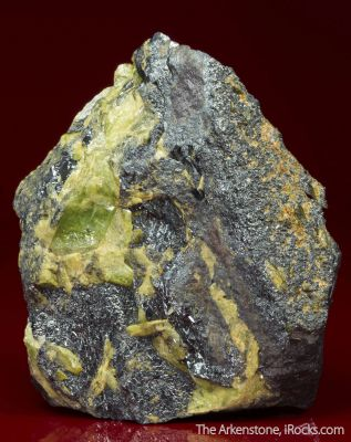 Ilmenite with Titanite
