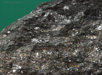 Schoenfliesite with Wickmanite, Hulsite and Chalcopyrite in Magnetite
