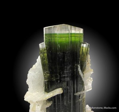 Tourmaline and Albite var. Cleavelandite
