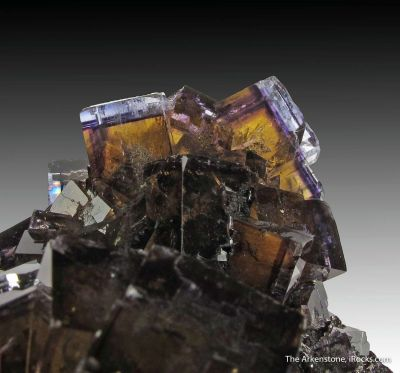 Fluorite (fl) on Sphalerite