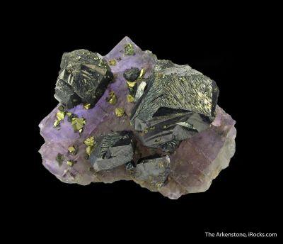 Sphalerite on Fluorite, with Chalcopyrite