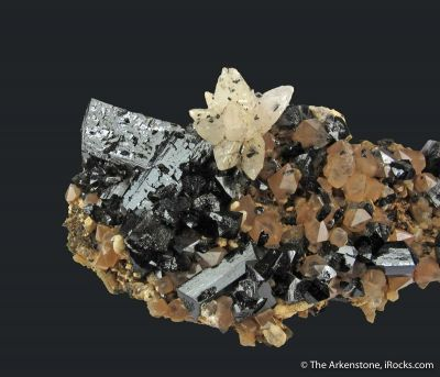Ilvaite, Calcite, Quartz on Hedenbergite