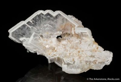 Barite with zoned edges