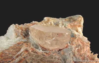 Beryl var. Morganite in Albite and Quartz