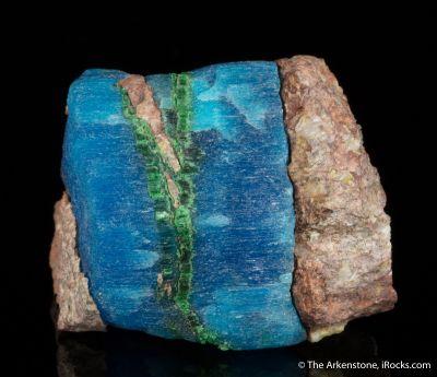 Kroehnkite with Natrochalcite