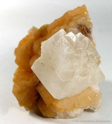 Powellite on Stilbite