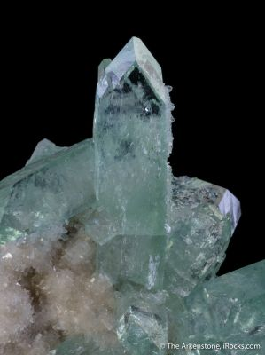 Fluorapophyllite on Stilbite