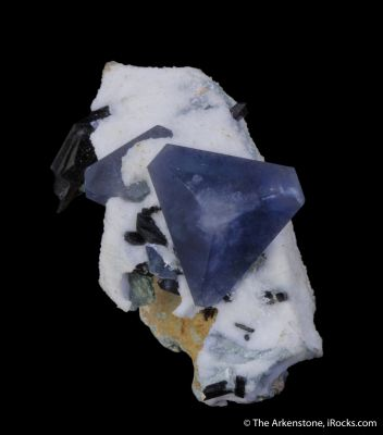Benitoite and Neptunite on Natrolite