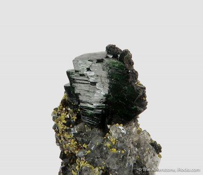 Olivenite with Beudantite, Quartz, and Lukrahnite (TL)