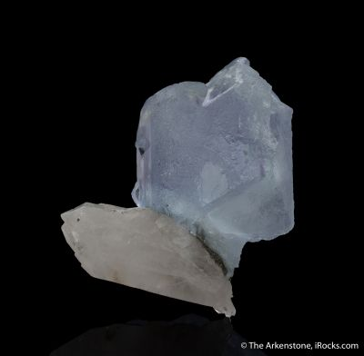 Fluorite (spinel-twinned) with Quartz