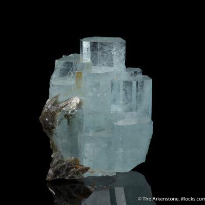 Aquamarine with Muscovite