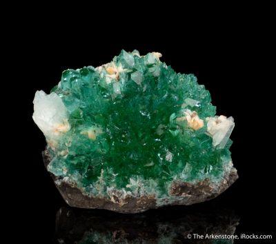 Fluorapophyllite with Stilbite